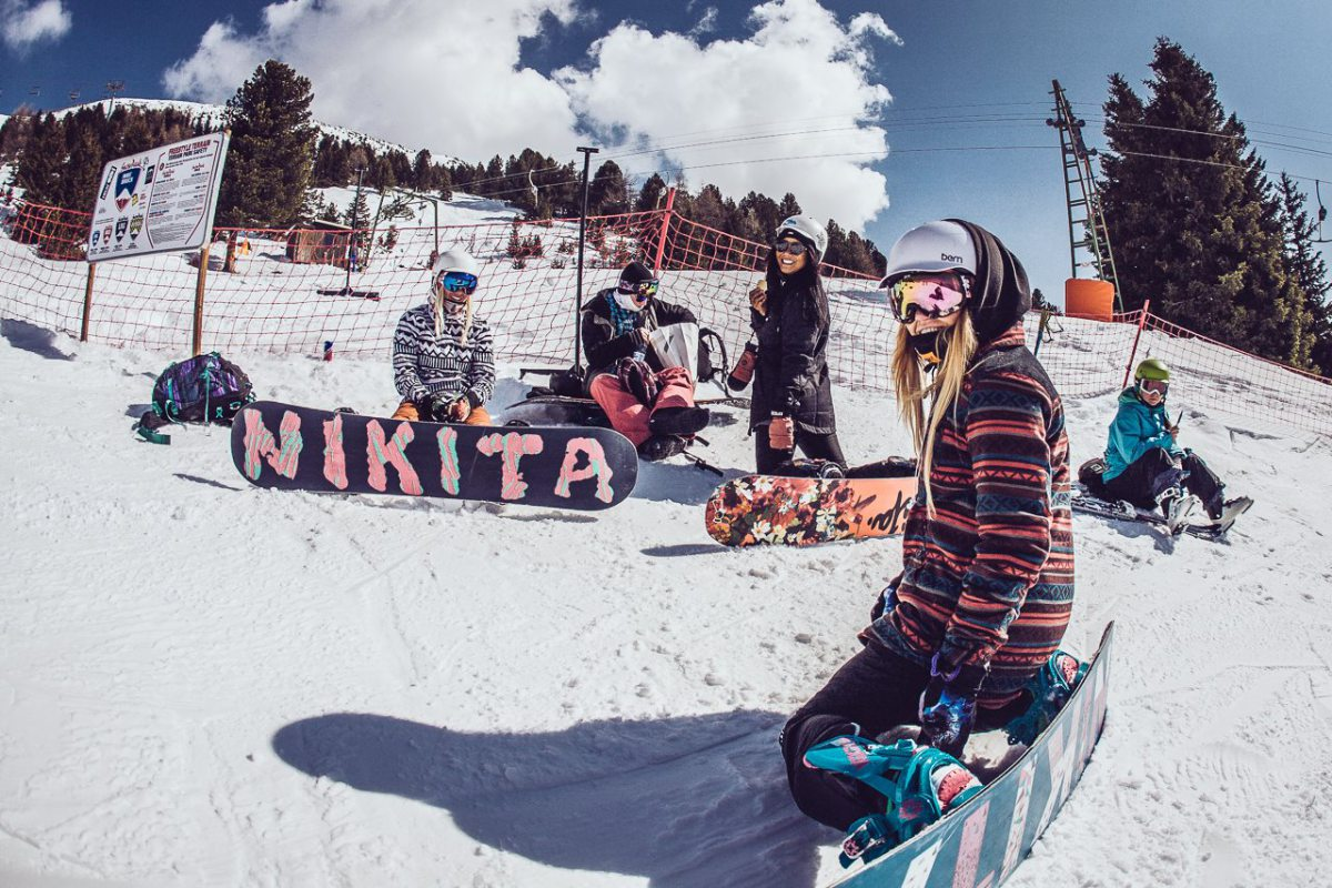 HOW TO SNOWBOARD LIKE A FASHIONISTA