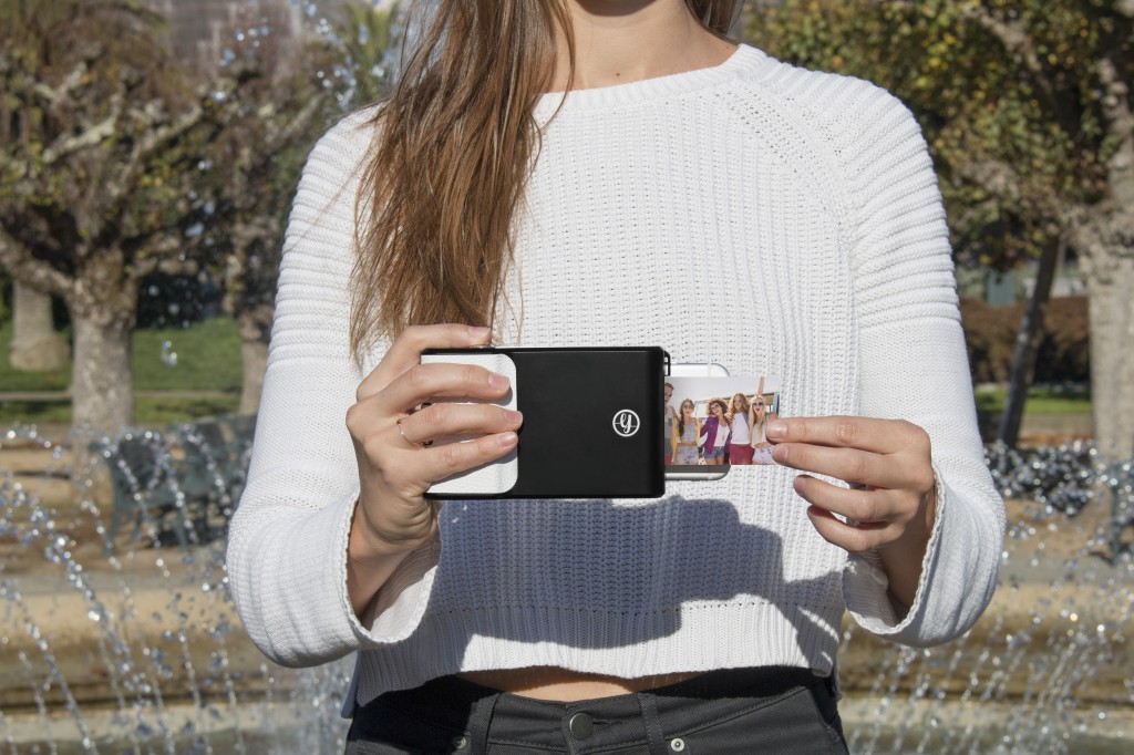 THIS CASE MAKES YOUR PHONE A POLAROID CAMERA