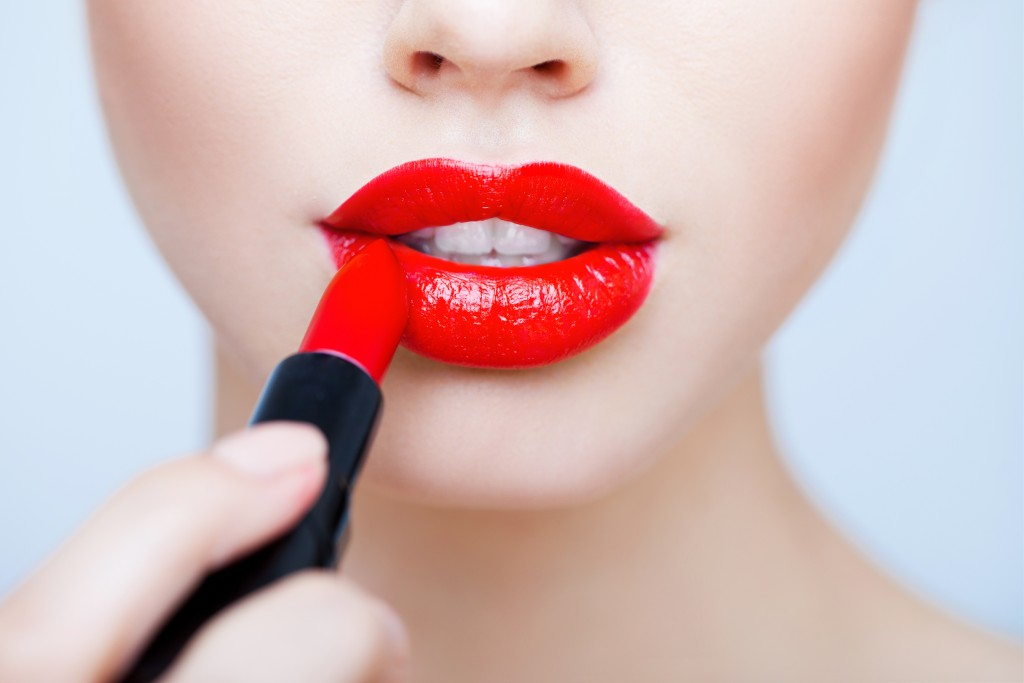 HOW TO: BOLD LIPSTICK